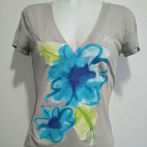 Hollister V-Neck Floral Graphic T-Shirt Medium